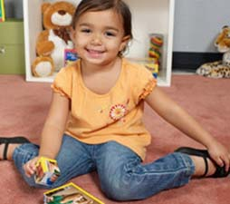 girl-playing-with-puzzle-cube