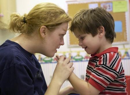 Reconocer los Signos y Sintomas del Autismo
