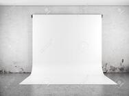 19549224-white-backdrop-in-room