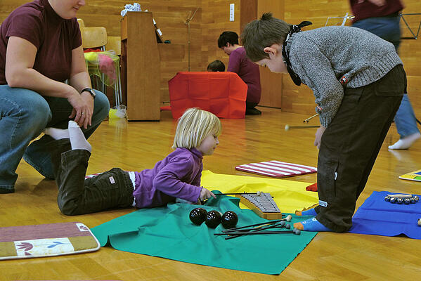 children-with-autism-art-therapy-small.jpg