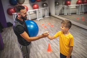 fitness-trainer-motivating-child