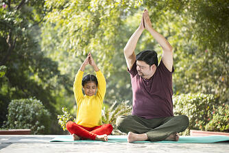 faughter-and-daughter-meditating